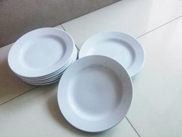 Pratos brancos - Foto 3