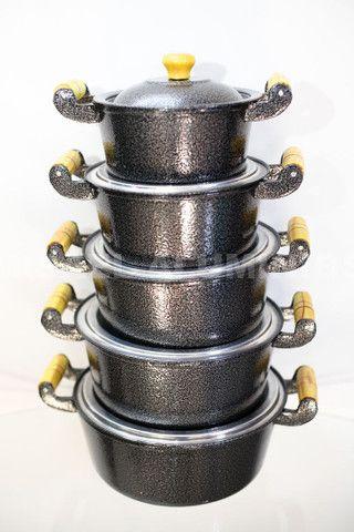 Jogo de panelas de aluminio batido com pintura eletrostática