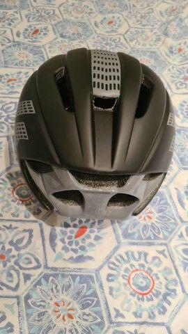 Capacete com lente magnética ciclismo  - Foto 3