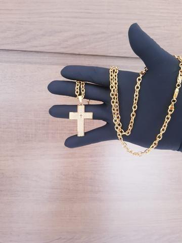 Corrente e pingente Cruz banhado a ouro 18k - Foto 2