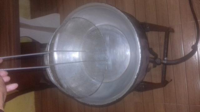 Vendo fritadeira a gaz semi nova - Foto 2