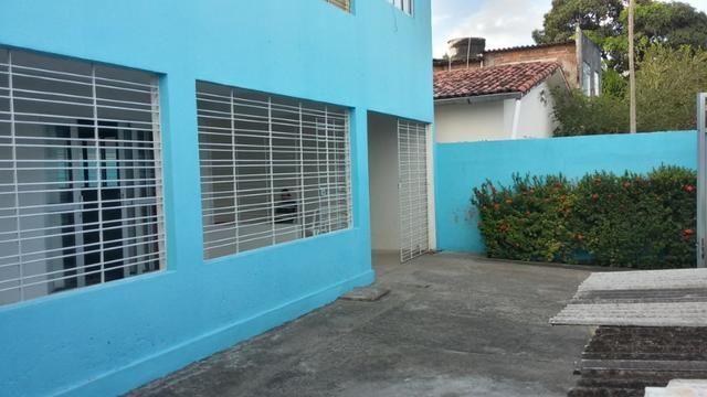 1035 - Casa Duplex - 06 Quartos - 02 Suítes - Terraço - Varanda - Loc. em Cajueiro Seco - Foto 2