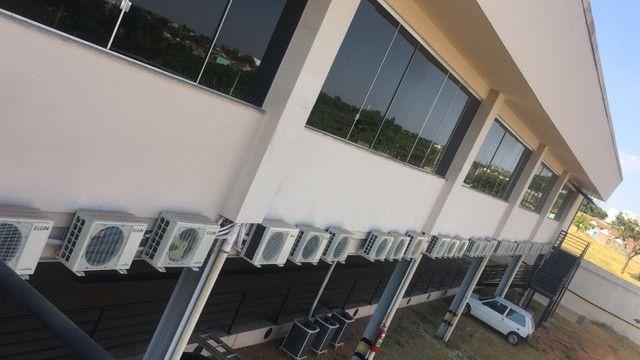 Conceito instalação de ar-condicionado