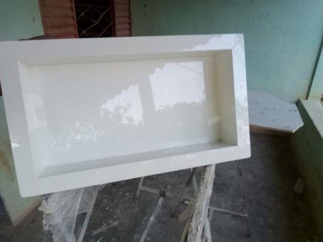 Nincho de porcelanato branco absoluto