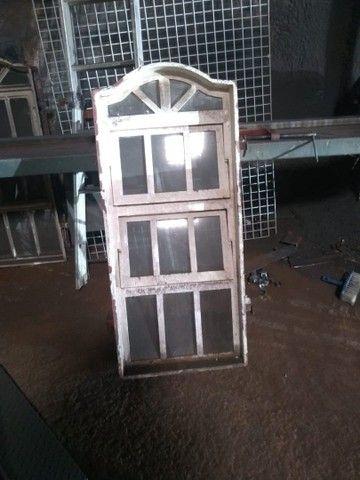 1 janela<br>1 vitro grande<br>4 vitrores pequeno<br> - Foto 3