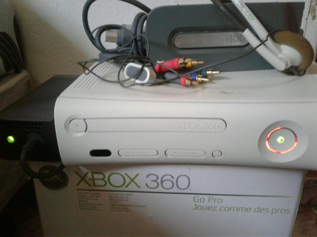 Xbox 360 com problema mais head set, hd 20gb cabos e fonte.