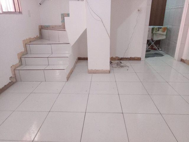Faço colocação de piso laminado, vinílico, rodapés R$15,00 - Foto 4