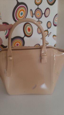 Bolsa Petite Jolie original, com uma pequena marca atrás  - Foto 2