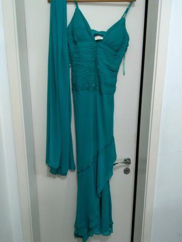 Vestido para festa bordado em pedrarias com echarpe, tamanho P
