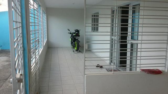 1035 - Casa Duplex - 06 Quartos - 02 Suítes - Terraço - Varanda - Loc. em Cajueiro Seco - Foto 3