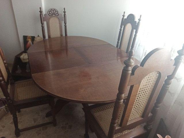 Mesa redonda extensível de madeira com 4 cadeiras - Foto 3