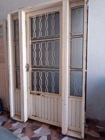 Uma porta e duas janelas - Foto 2