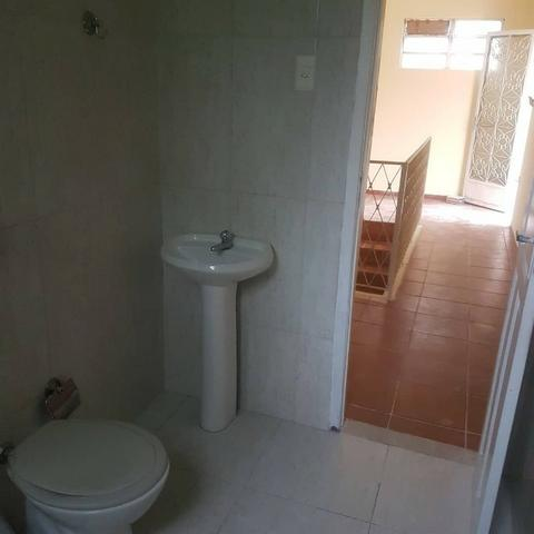 035 Casa 3 qts, quintal livre na frente - junto ao Viaduto - Nilópolis - Foto 5