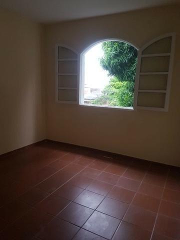 035 Casa 3 qts, quintal livre na frente - junto ao Viaduto - Nilópolis - Foto 17