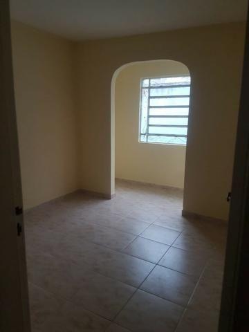 035 Casa 3 qts, quintal livre na frente - junto ao Viaduto - Nilópolis - Foto 7