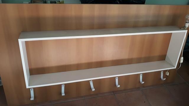 Painel / Estante de madeira
