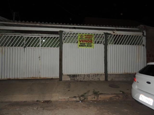 QR 203 Casa no piso cerâmica, com 2 quartos. Escriturada