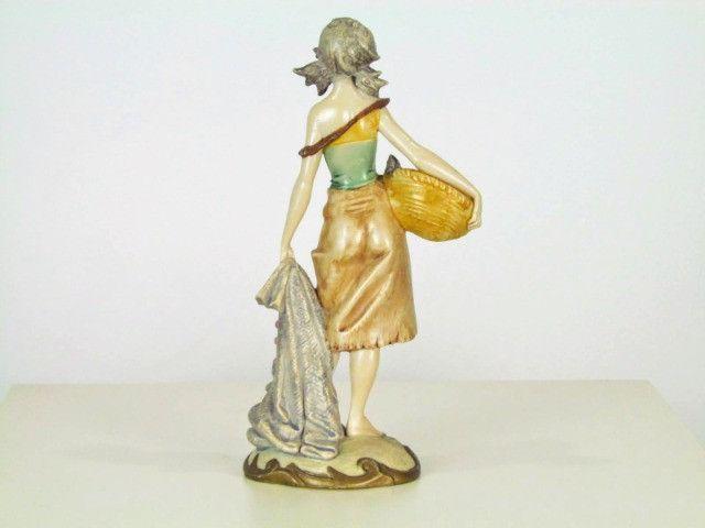 Estatueta resina figura feminina - Foto 2