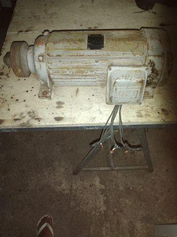 Motor Veg 7,5 cv  sendo 3510 rpm (Trifásico)