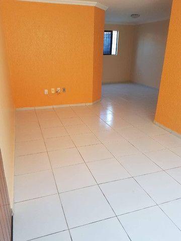 Bessa - Alugo apartamento térreo, 500mts do mar! 3/4, não tem área externa