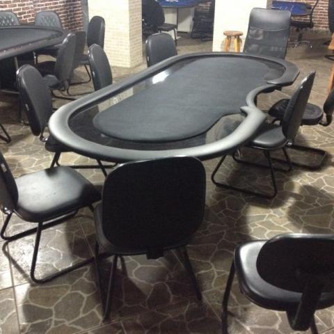 Mesas de poker profissional com até 11 cadeiras