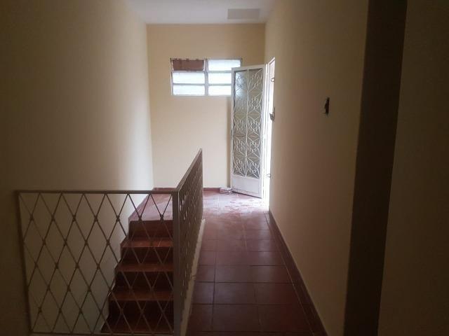 035 Casa 3 qts, quintal livre na frente - junto ao Viaduto - Nilópolis - Foto 14