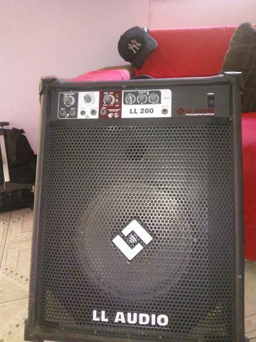 Ótima caixa de som potencia 200 wates 50 RMS