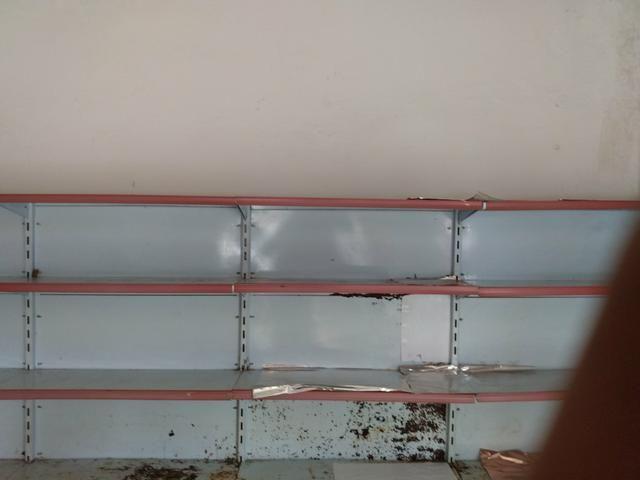 Vendo 8 metros de prateleiras - Foto 2