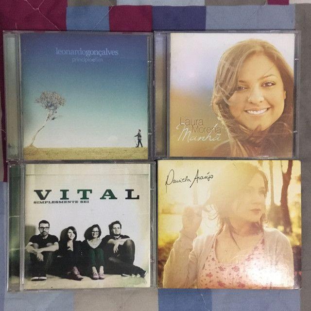 CDs adventistas variados (Leonardo G, Daniela A, Laura M e grupo Vital)