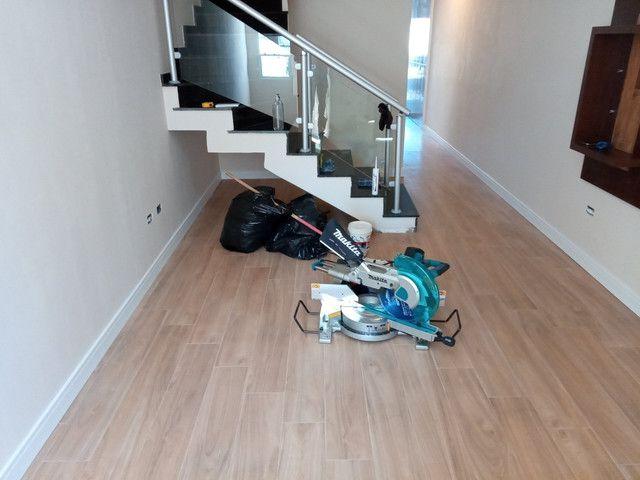Faço colocação de piso laminado, vinílico, rodapés R$15,00 - Foto 3
