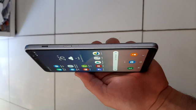 Celular Galaxy A8 PLUS 64GB e 4GB TOP! - Foto 2