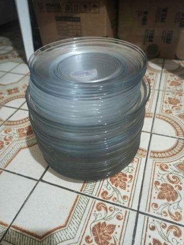 vendo 12 pratos Duralex fundos e 12 rasos, transparentes, novos.  - Foto 2