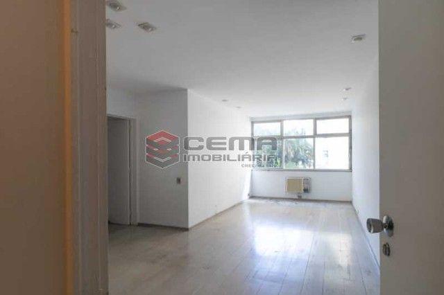 Apartamento para alugar com 3 dormitórios em Flamengo, Rio de janeiro cod:LAAP34636
