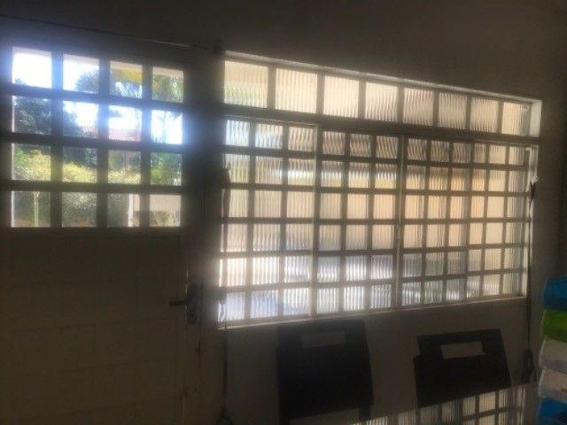 Vendo janelas e porta com vidros - Foto 2