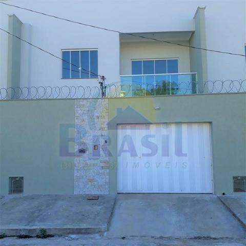 Casa de 2 pavimentos, com 3 quartos, no Bairro Novo Horizonte