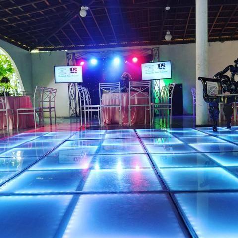 DJ com piso de led