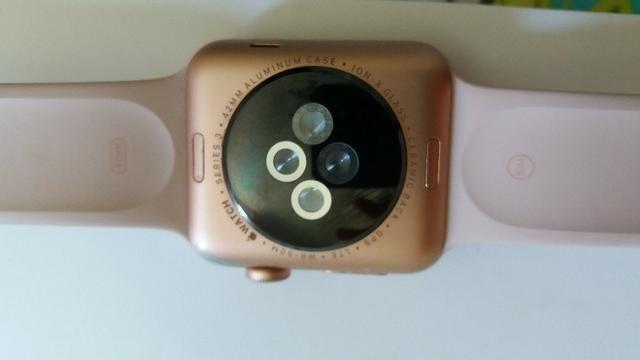 Vendo apple watch serie 3 rose com GPS + Celular com marca de uso - Foto 2