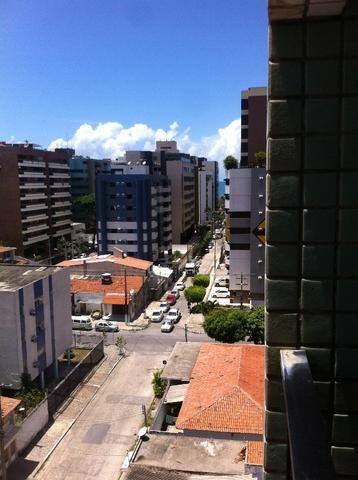 Apt todo nascente com 03 qts na rua São Francisco-Jatiúca. 03 quadra da praia
