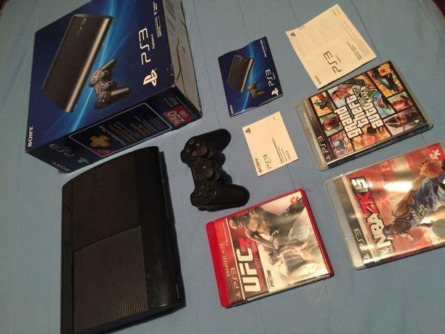 Playstation 3 Slim com garantia de 01 ano. Aceitamos video games como parte do pagamento