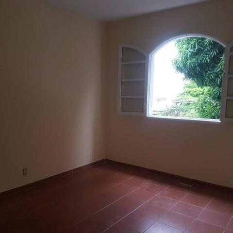 035 Casa 3 qts, quintal livre na frente - junto ao Viaduto - Nilópolis - Foto 4