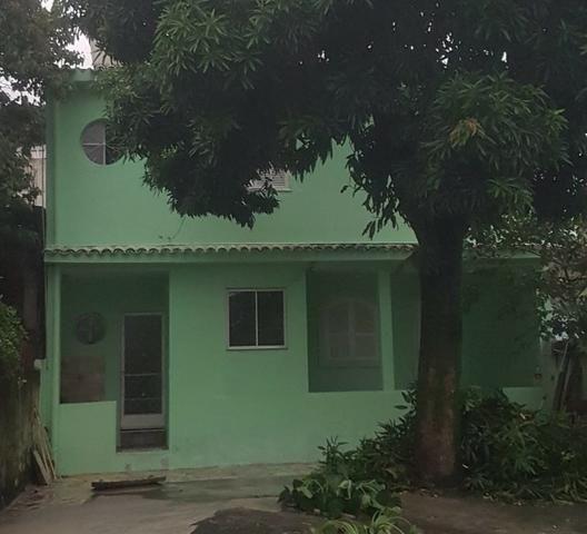 035 Casa 3 qts, quintal livre na frente - junto ao Viaduto - Nilópolis