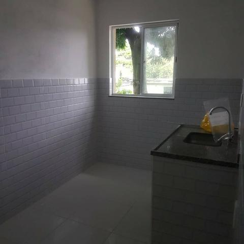 035 Casa 3 qts, quintal livre na frente - junto ao Viaduto - Nilópolis - Foto 9