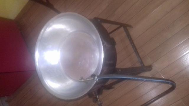Vendo fritadeira a gaz semi nova - Foto 3