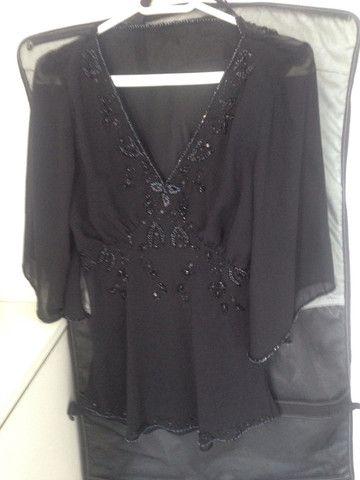 Blusa preta de voil bordada - Foto 3