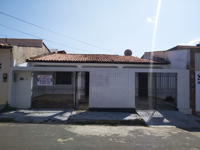 Casa no Cohatrac próximo do Supermercado Mateus e Shopping