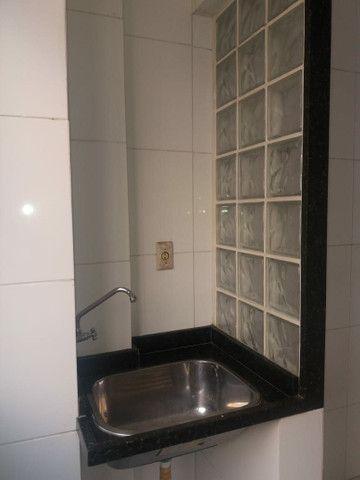 Aluga se Ótimo Apartamento 2 Quartos na Av. Carlos Gomes