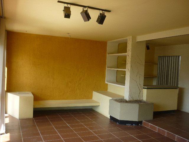 Quatro quartos um sendo suíte vaga P/5 carros - Foto 6