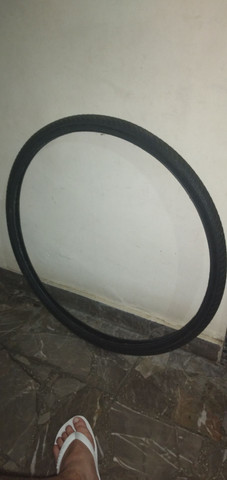 Um par de pneus 29.