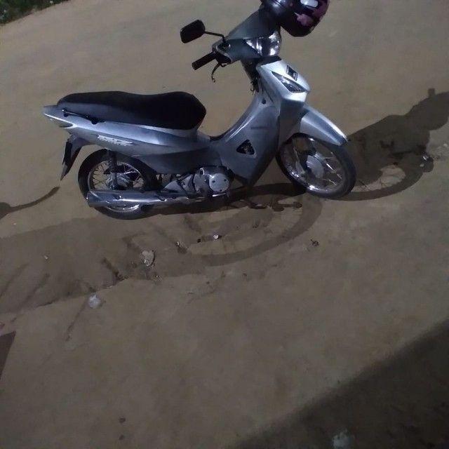 Vendo um moto Honda biz