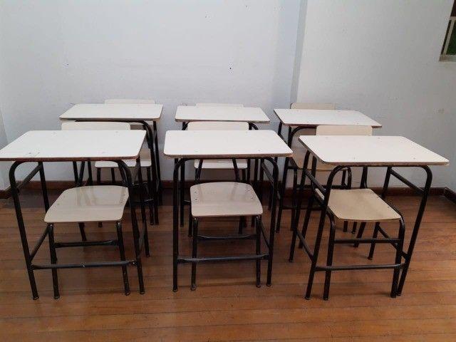 fundo de Escola com diversos mobiliários de escritório  - Foto 4